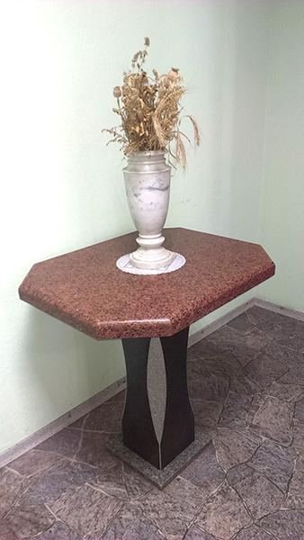 stol_granit1